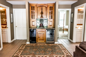 Suite 44-kitchen-3.jpg