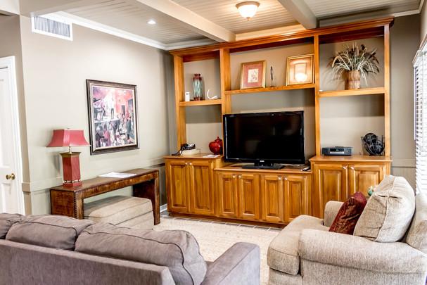 Suite 44-kitchen-5.jpg