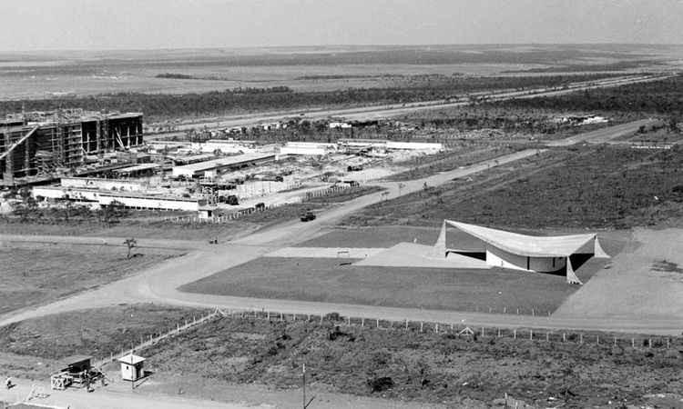 Immagine aerea della costruzione della superquadra 308 a Brasilia.