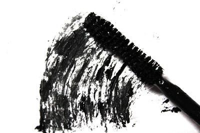 mascara smudge.png