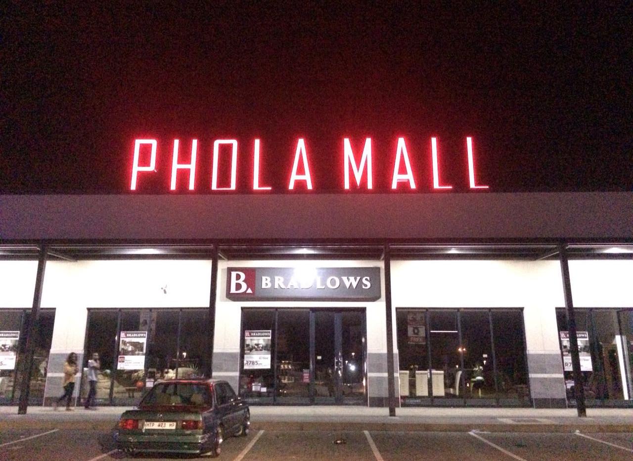 Phola Mall Letter Illumination