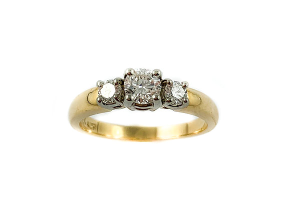 14k .32ctd SI G-H 3 stone diamond ring