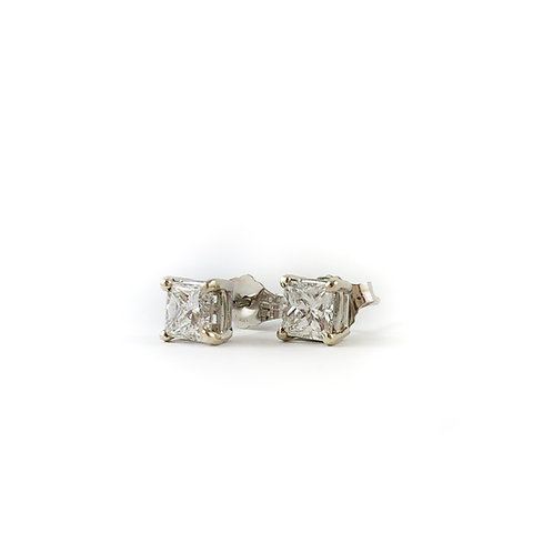 10k 0.90ctw diamond earrings