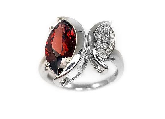 14k 3.60ct garnet and 0.12ct diamond ring