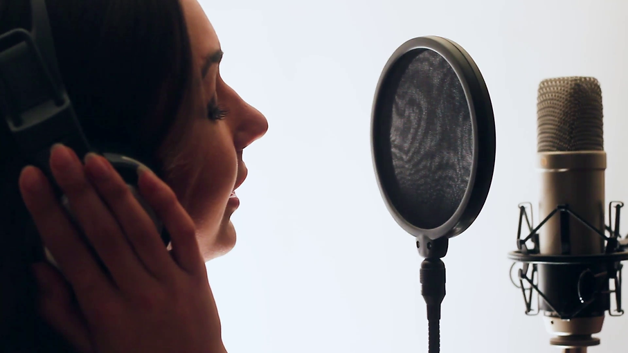 pretty-girl-singing-into-studio-micropho