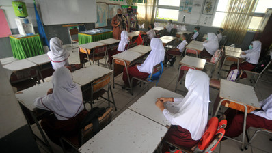 THE POLITICS OF JILBAB IN INDONESIA & HUMAN RIGHT CONCERN