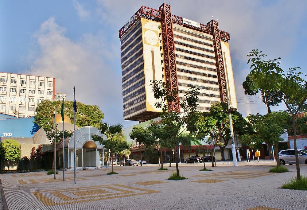 Na Vila Santa Cecília, shoppings, restaurantes, lojas, cinemas e muito mais.