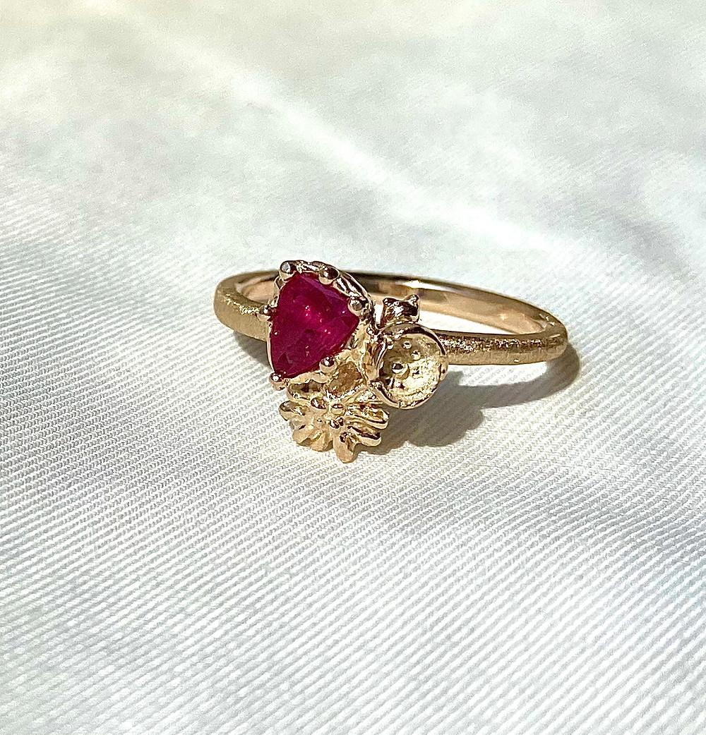 K10ルビーと花と猫と 指輪