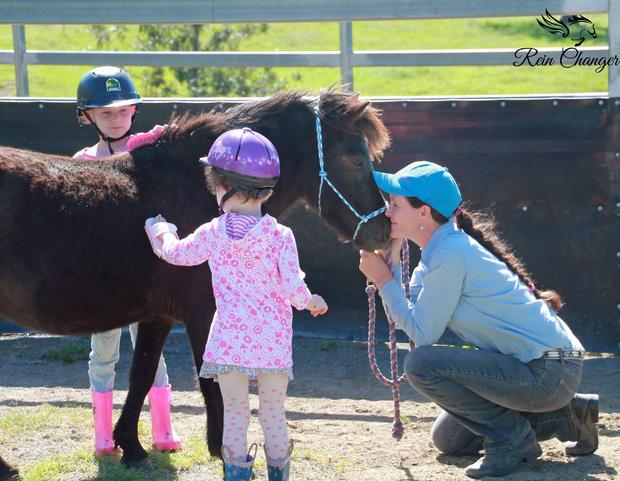 horselinda-kids.jpg