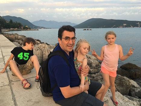 marc avec kids.JPG