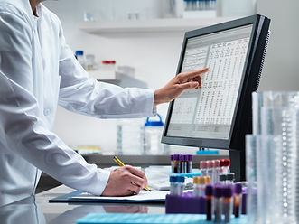 Wissenschaftler am Computer