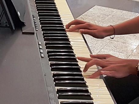 Aprenda a tocar piano no Nippon e conheça os benefícios da prática