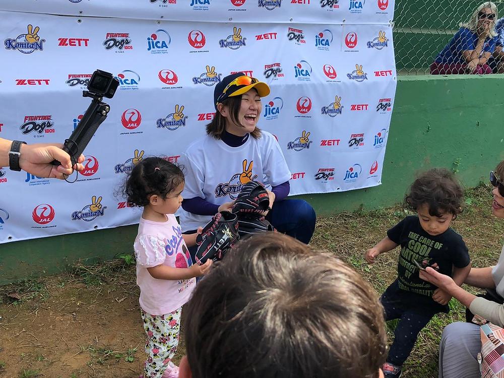 Além da palestra, Mika realizou uma clínica de beisebol com os atletas do clube