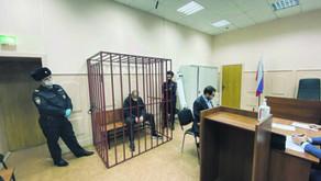 """Независимая газета: """"Клетки в судах разбирают слишком медленно"""""""