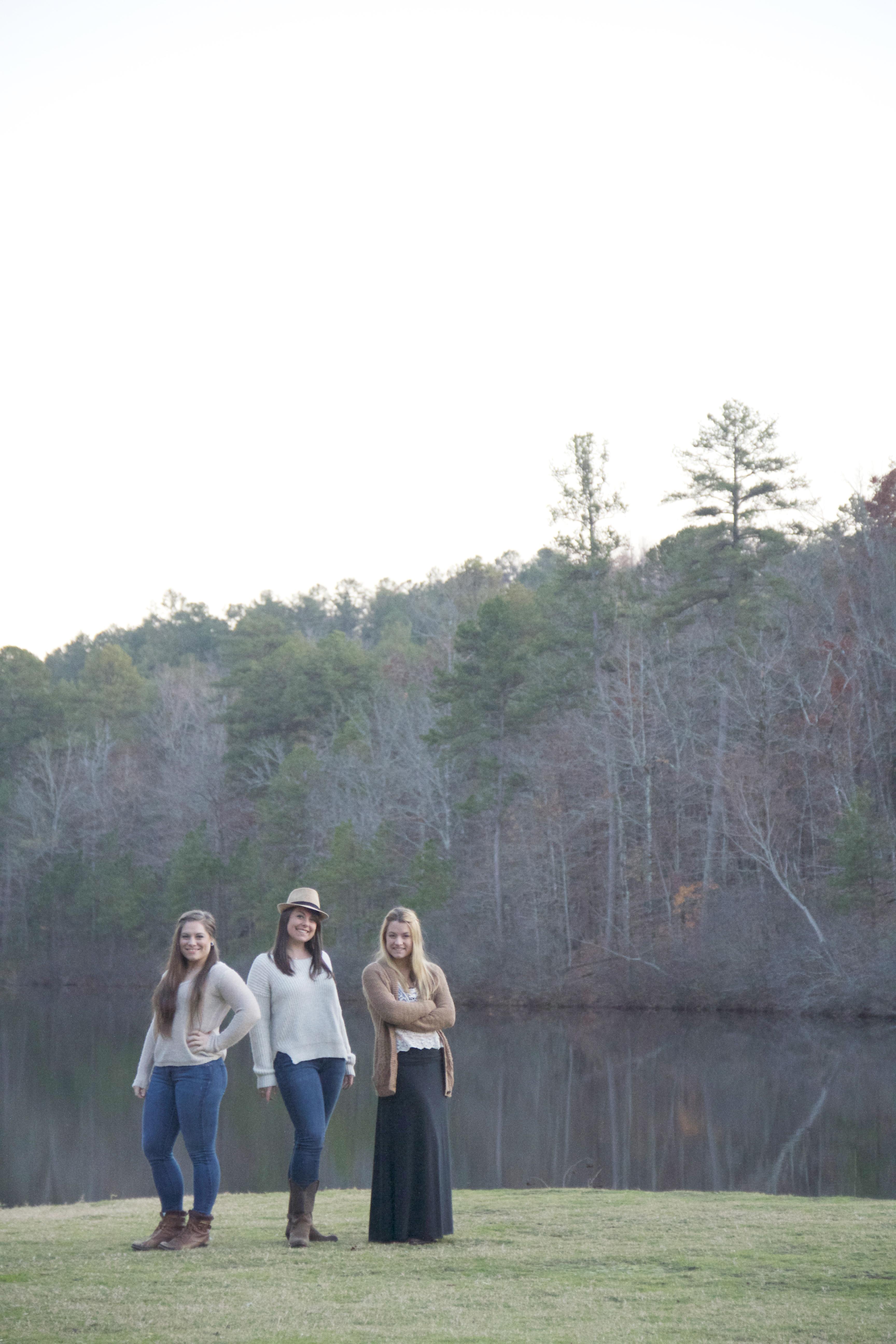 Sister shoot photographer on the lake photo