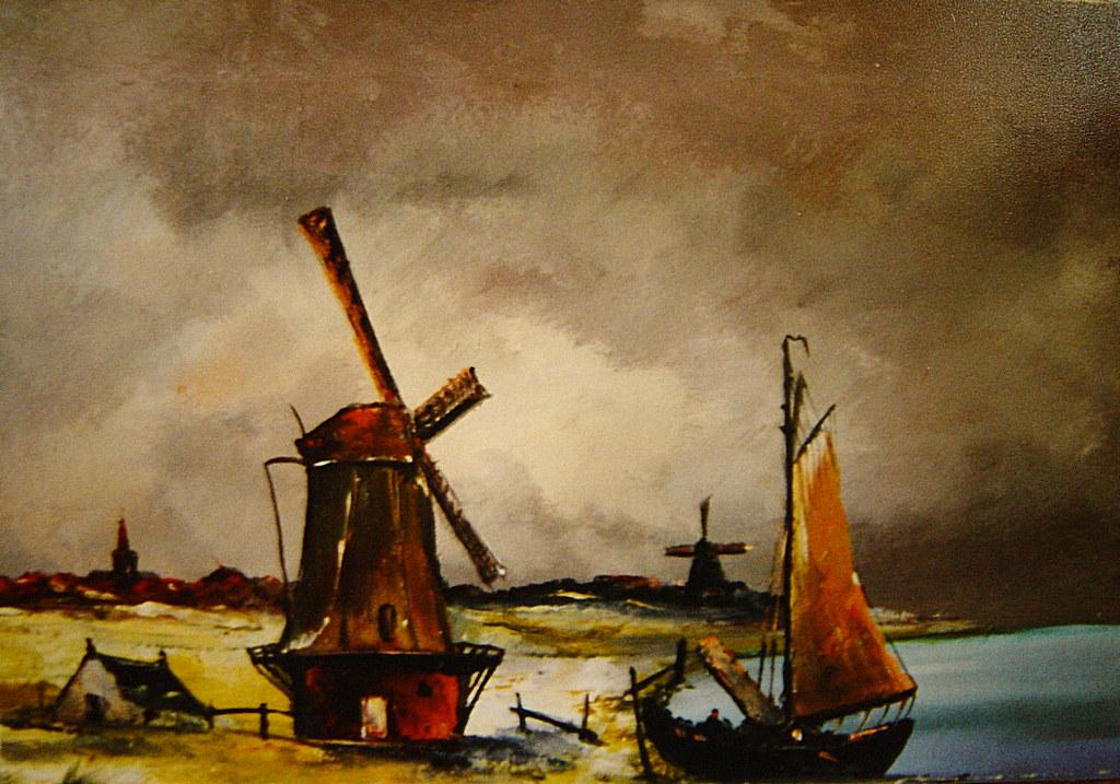 Moulins et ciel orageux