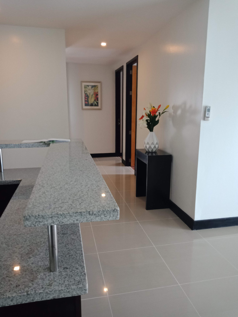 Hallway from Salas to Bedrooms