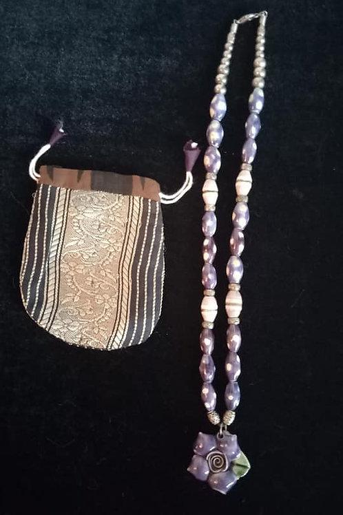 Collar de Ceramica Flor Morada