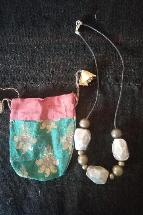 Collar con ceramicas asimetricas