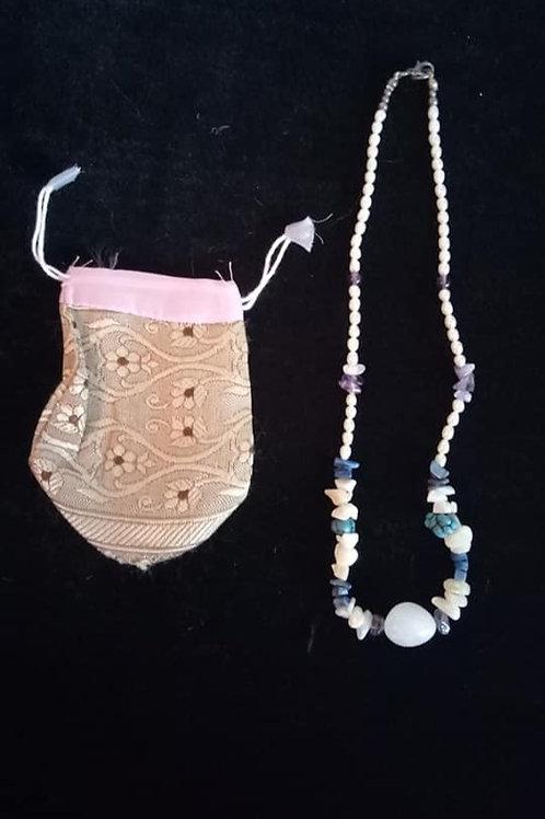 Collar de Perlas de Rio con Piedras