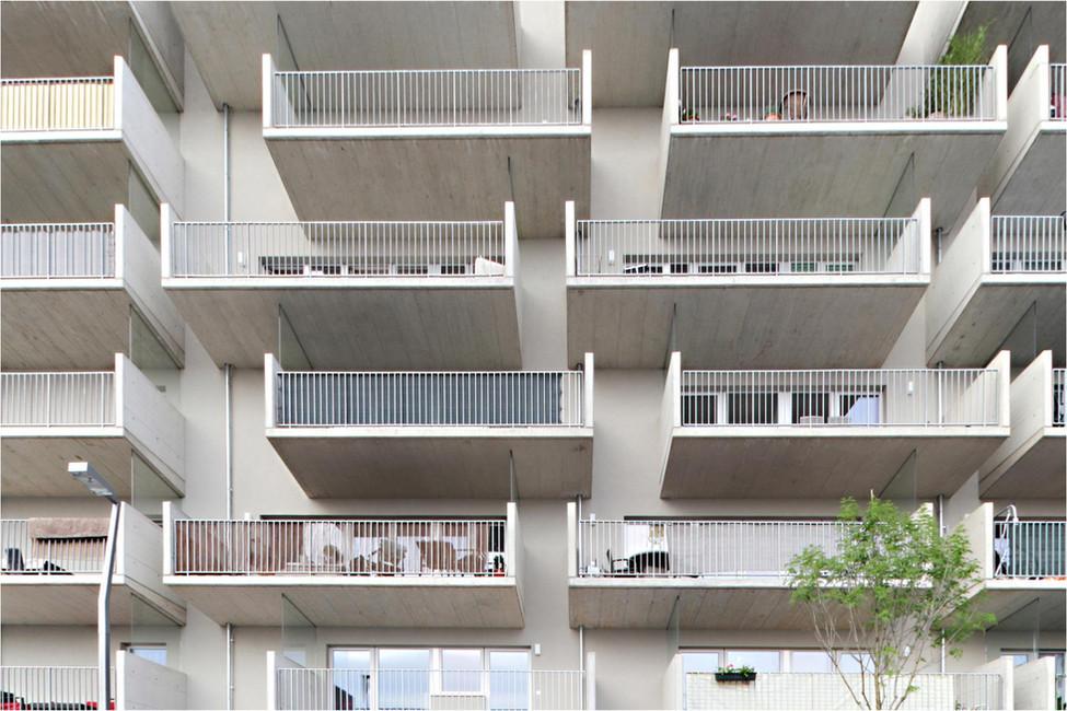 wohnenmitscharf_20_Balkone.jpg
