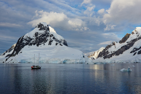 AN ANTARCTICA LEMAIRE CHANNEL IMG_7399.j