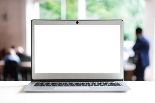 laptop-with-blank-screen-in-office-VSU3N