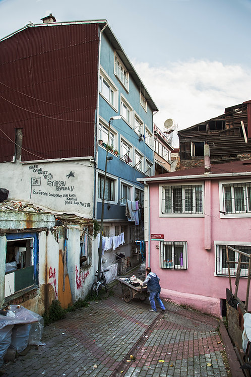 Narrow path through the colors, Istanbul