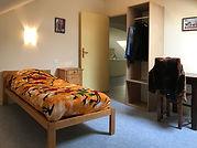 Chambre simple Mambo de 14 m²  Réservation individuelle possible  sur www.castelsaintroch.com chambres et tarifs
