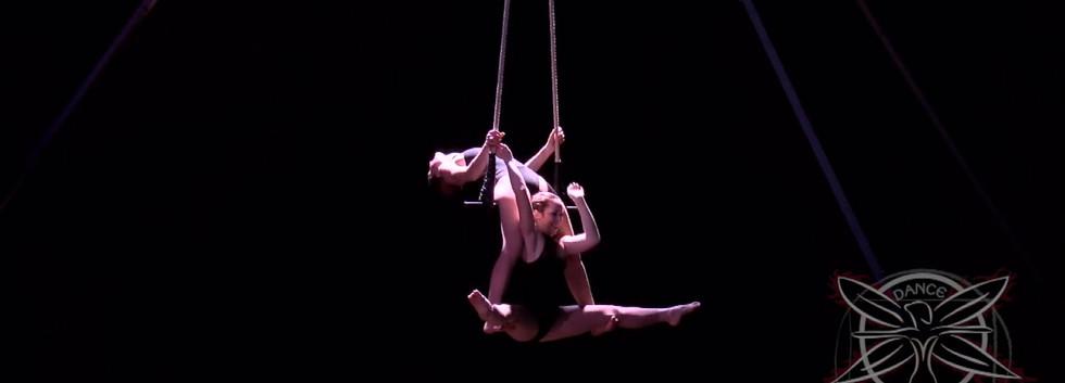 Clip-Circus-Trapeze-Duo-Tybee-HD 720p.mo