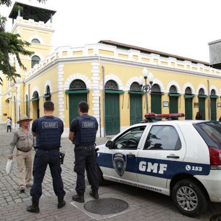 Operação da Prefeitura fiscaliza comércio irregular no Centro da Capital