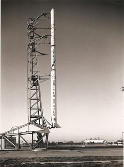 Scout S-137R con satellite SM-A, dicembre 1964.jpg