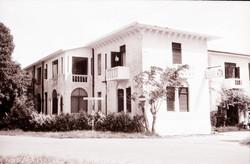 Lotus_Hotel,_Mombasa,_metà_anni_1960.jpg