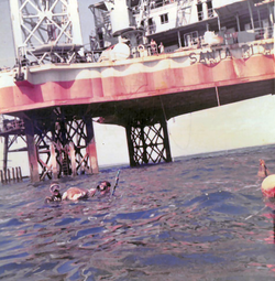 Sommozzatori al lavoro davanti alla S. Rita, 1967-75.png