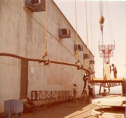F. Esposito e D. Cabrino allestiscono piattaformina lavoro cavi sottomarini, gen