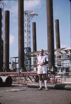 Prof. M. Sirinian su ponte piattaforma S. Marco a Mombasa, 1966