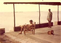 Bruno Bernabei, Lee Foster e Febo in veranda, luglio 1974