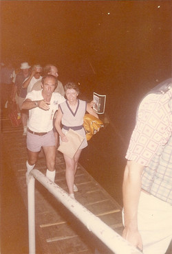 Umberto Tricarico e Marjorie Townsend (NASA Goddard) su passerella pontile