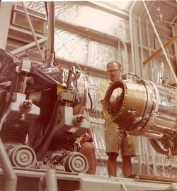 Accoppiamento satellite NASA a quarto stadio vettore Scout, piattaforma S. Marco.jpg