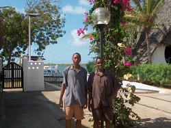 Benjamin Matano and Joseph Kinuthia, lavoratori locali, CB