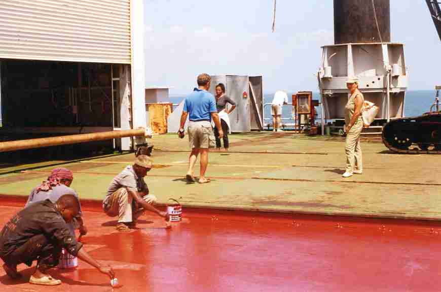 Anni 70-San Marco plat. workers painting deck and some visitors, tom moving.jpg