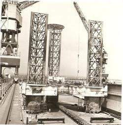 Piattaforma petrolifera 'Scarabeo' in cantiere a Taranto, 1963.jpg