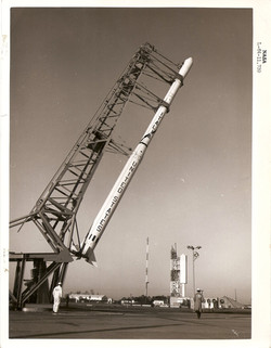 Operazioni lancio Scout S-137R, Wallops Island, dicembre 1964.jpg