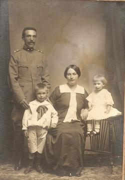 Famiglia Broglio - padre Ottavio, madre Margherita, figlio Luigi e sorella Teresa