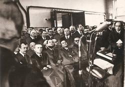 Astronauta F. Borman (seduto secondo da sinistra)