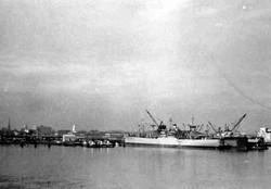 Gennaio 1967 port Leonard New Jersey nave Galveston Merchant in primo piano.jpg