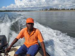 Samson Katana, lavoratore locale