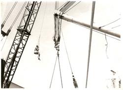 Augusto Caffarata impegnato nel passaggio all'americana del carico, marzo 1967