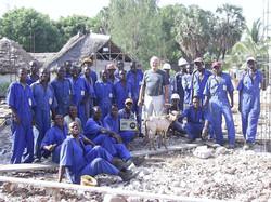 G. Pezzella e lavoratori locali al Campo Base, dicembre 2003
