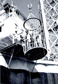 Gennaro Orsi dimostra corretta modalità uso cestone - S.Rita, 1967